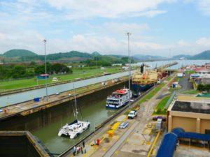 Blick auf den Panama Kanal vom Miraflores Besucherzentrum_Panama Reise
