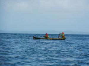 San Blas Tour Kuna Frauen im Kanu