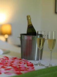 Zimmer_Hochzeitsreise_Blüten