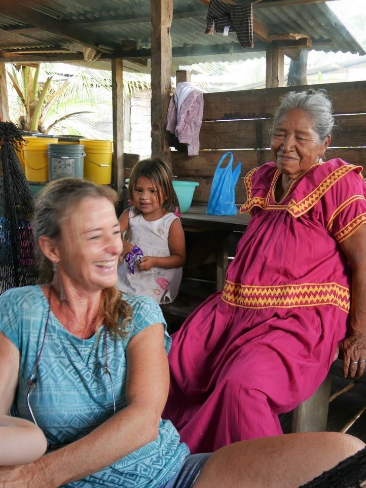 Besuch mit Reiseleiterin_Bocas del Toro_Panama Reise