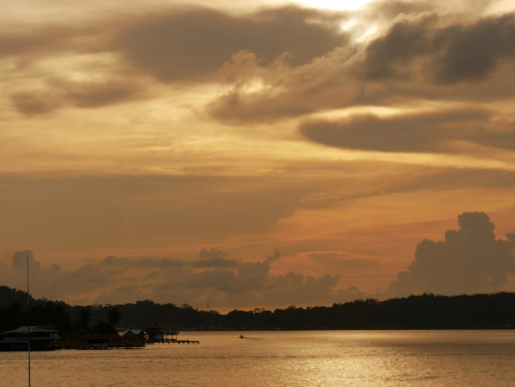 Sonnenuntergang über dem Meer_BocasdelToro_Panama_Reise