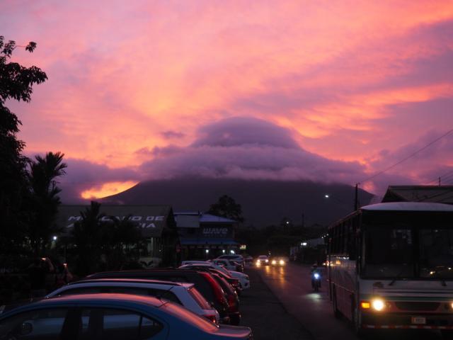 Blick auf Vulkan Arenal Sonnenuntergang Familienreise Costa Rica