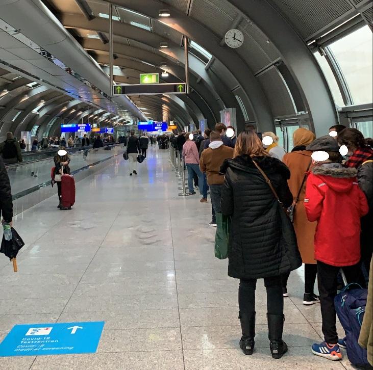 Corona Test Schlange Flughafen Frankfurt